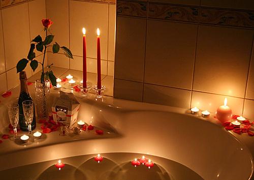 السلام عليكم أخواتي إليكم أجمل صور تصاميم الشموع لسهرة رومانسية