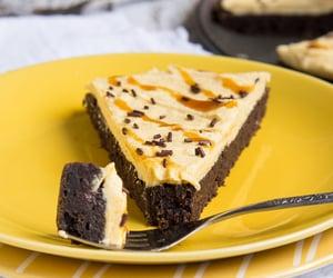 Pumpkin brownie pizzawith pumpkin buttercream... - Nom-Food!