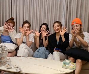 girls, lia, and yuna image