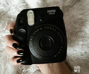 aesthetic, nails, and polaroid image