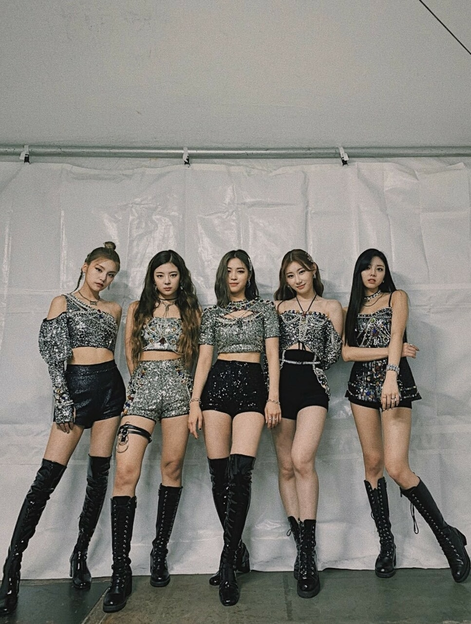 gg, idols, and outfits image