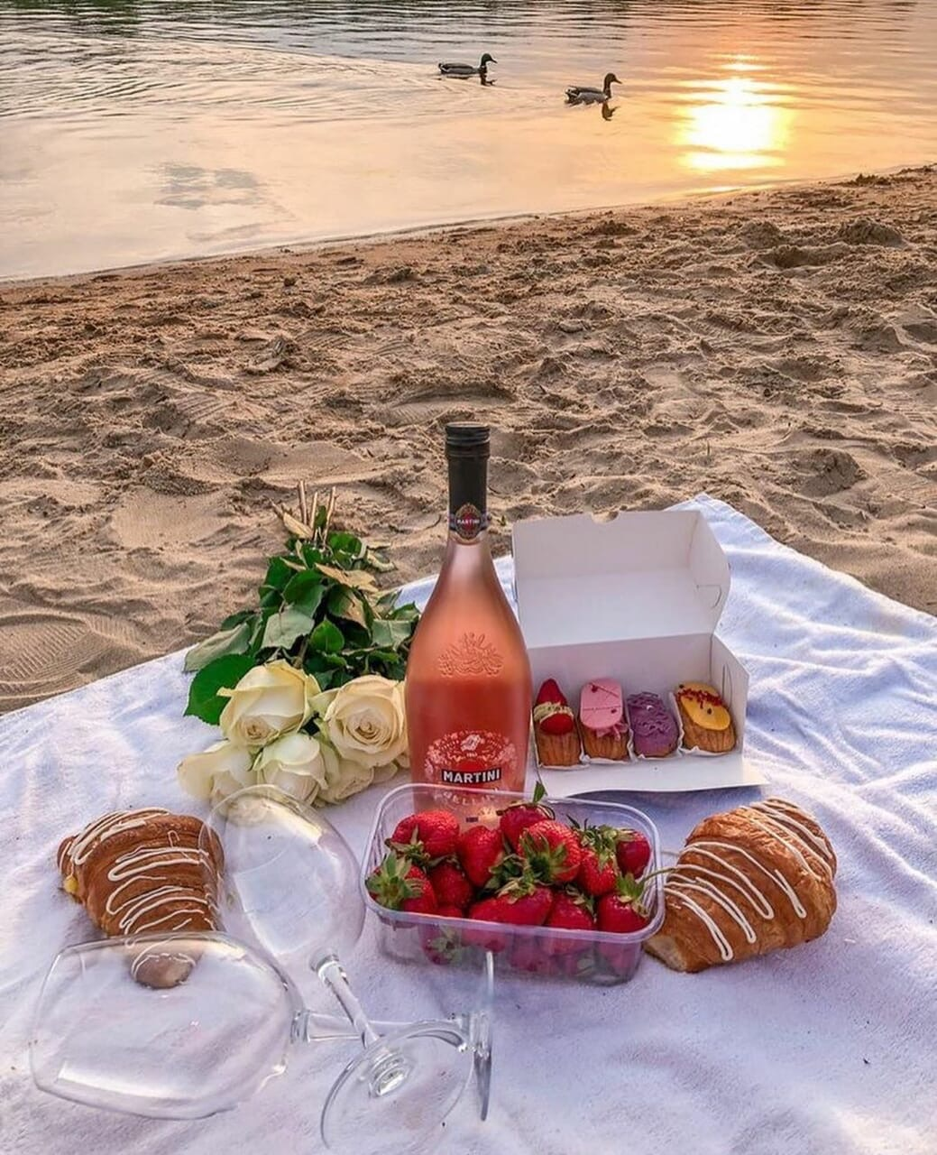 food, picnic, and croissant image