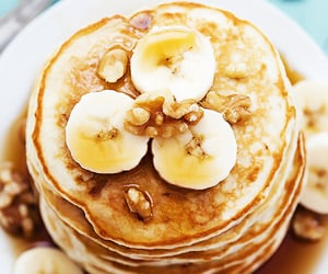 Banana bread pancakes - Nom-Food!