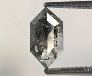 natural diamond, fancy diamond, and salt and pepper diamond image