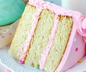 Moist and fluffy vanilla cake - Nom-Food!