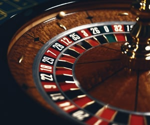 online gambling and red dog casino image