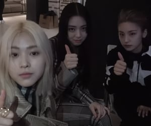lq and itzy image