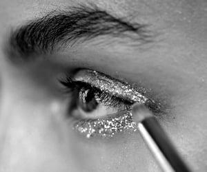 blanco y negro, maquillaje, and Noche image