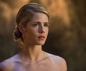 DC, gifs, and felicity smoak image