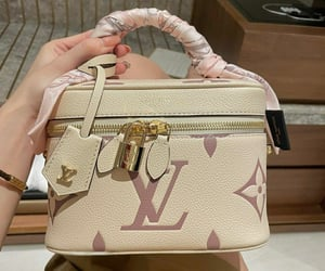 Louis Vuitton Handbag   @eve365