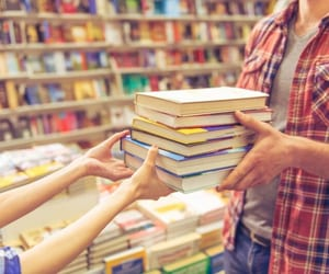 bookseller and amazonshopping image