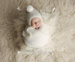 newborn photography and newborn photographer image