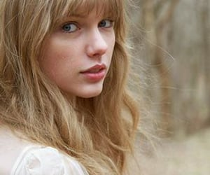 hairstyle, no makeup, and Taylor Swift image