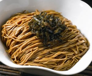 chinese food, chow mein, and scallion oil noodles image