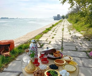 Iraqi breakfast  📍Basra, Southern Iraq 🇮🇶 ريوگ عراقي  📍 البصرة، جنوب العراق 🇮🇶  📷 Instagram: karoza