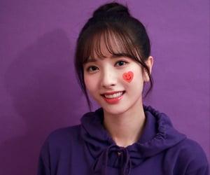 bona, kim jiyeon, and cosmic girls image