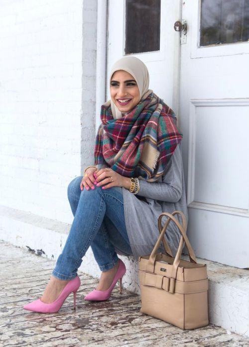 chain print, hijab fashion, and scarf print image