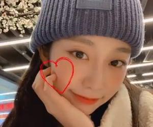 lq, seo jisoo, and lovelyz⠀ image