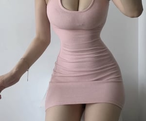 slim waist, wide hips, and small waist image