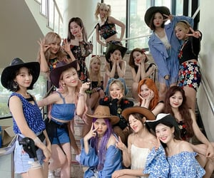 twice and oh my girl image