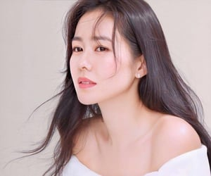 actress, hyun jin, and dress image