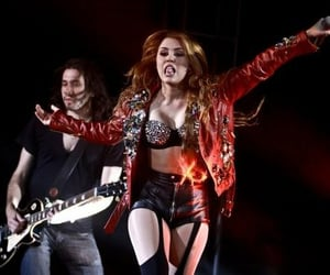 miley cyrus and gypsy heart tour image