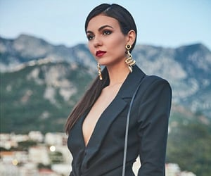 victoria justice and victorious image