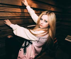 Avril Lavigne, hair, and belleza image