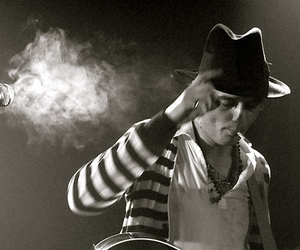 black and white, cigarette, and pete doherty image