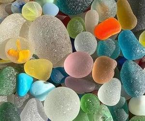 pedras, natureza, and coloridas image