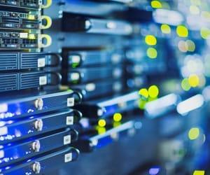 dedicated server, VPS, and dedicated servers image