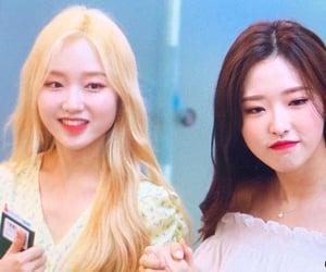 hyewon, loona, and olivia hye image