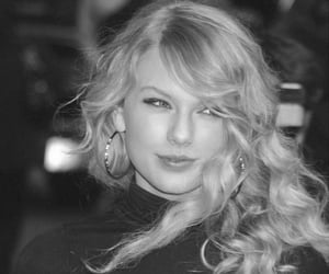 black and white, Taylor Swift, and fearless image
