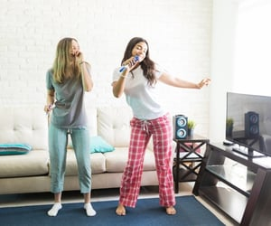 roommates and room rentals image