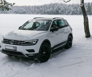 snow, volkswagen tiguan, and car image