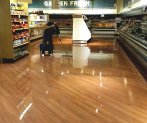 retail cleaning service and retail outlet cleaning image
