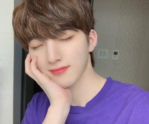 brown hair, selfie, and hyunbin image