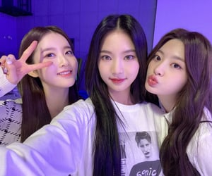 girl group, lee chaeyoung, and isa image