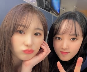 lee seojeong, lee chaeyeon, and kpop image