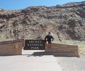 arches, moab, and hommes image