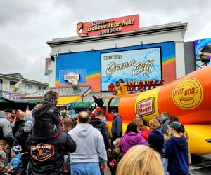 wienermobile, advertising, and hot dogs image