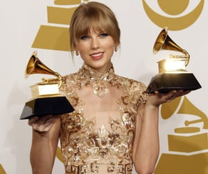 2012, Taylor Swift, and grammys image