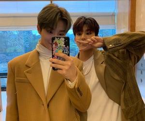 treasure, treasure jihoon, and kpop mirror selfie image