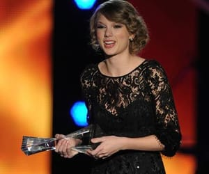 2010, country music, and artist of the year image