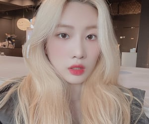 kim lip and loona image
