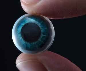 medical contact lenses, vr contact lens, and smart contact lens image