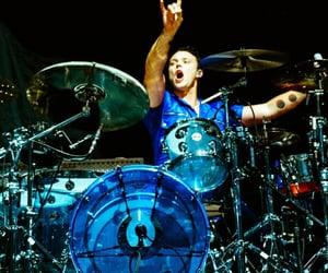 drummer, ashton irwin, and 5sos image