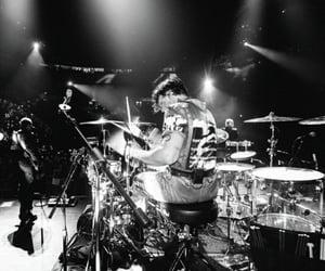 drummer, ashton irwin, and ashton image
