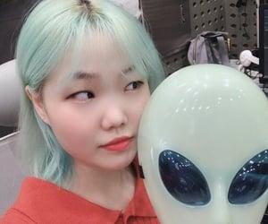 yg, suhyun, and akmu image