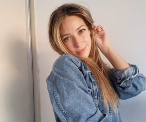 blonde, Chica, and jeans image